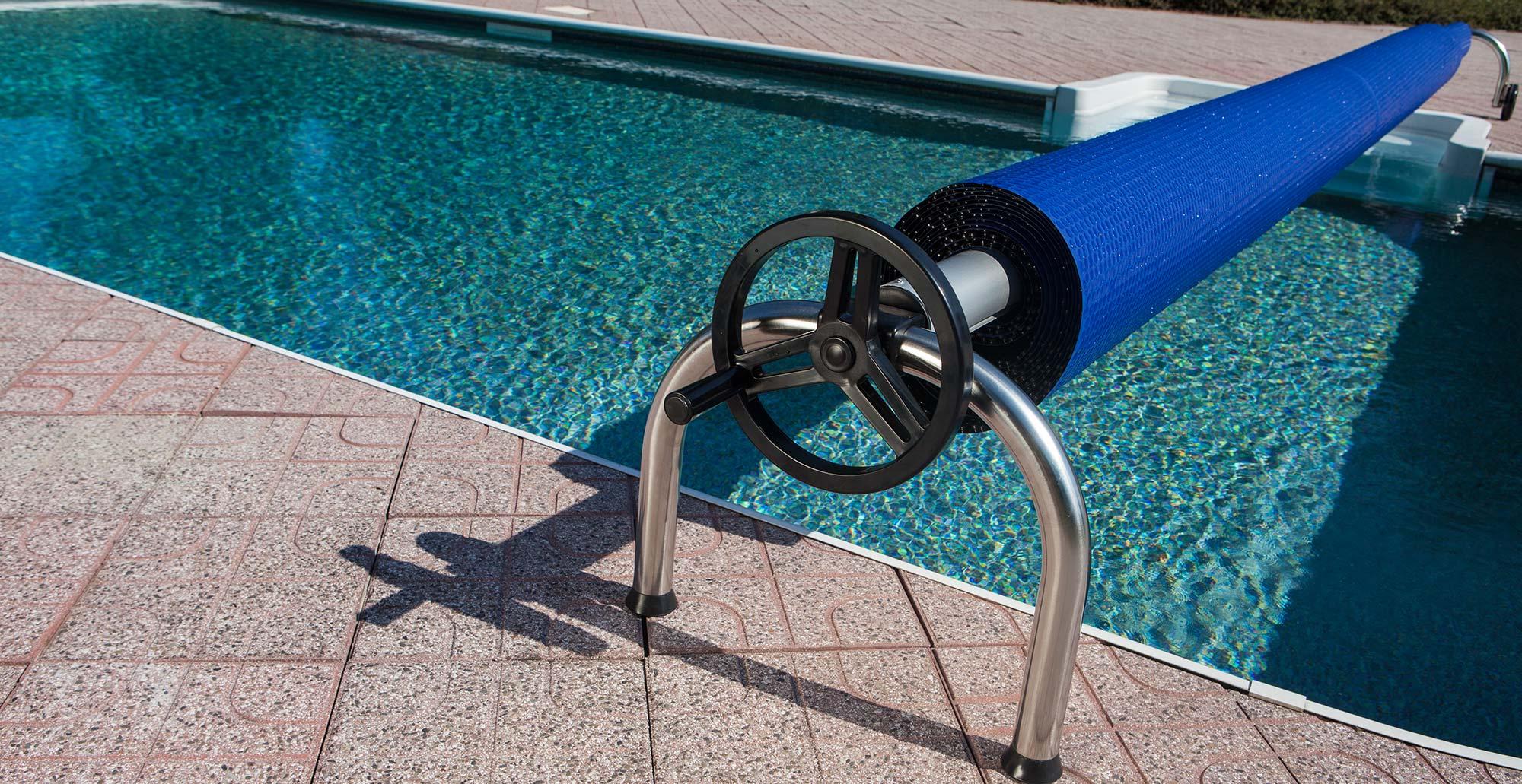 Naviják na plachtu na bazén