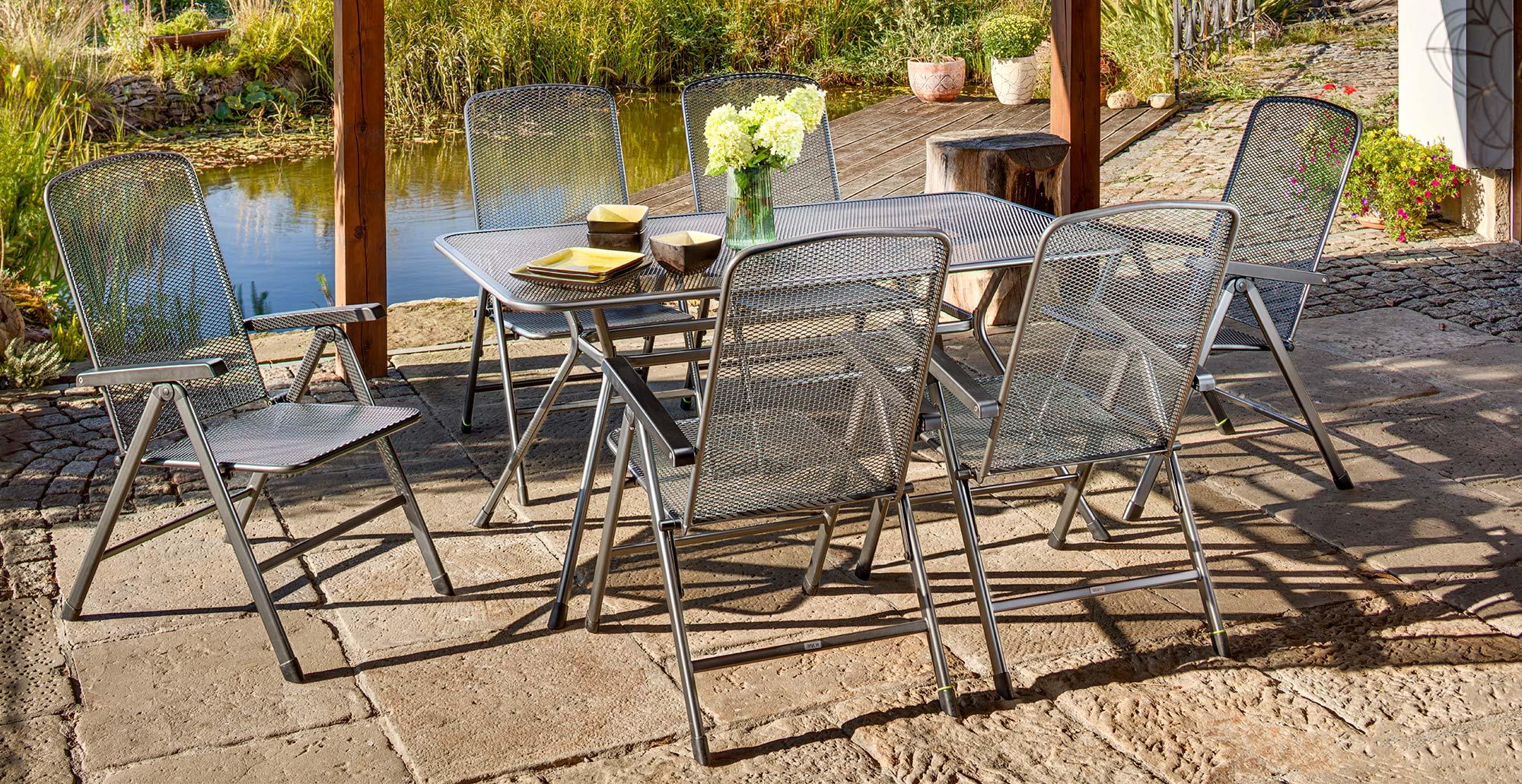 Kovový záhradný nábytok