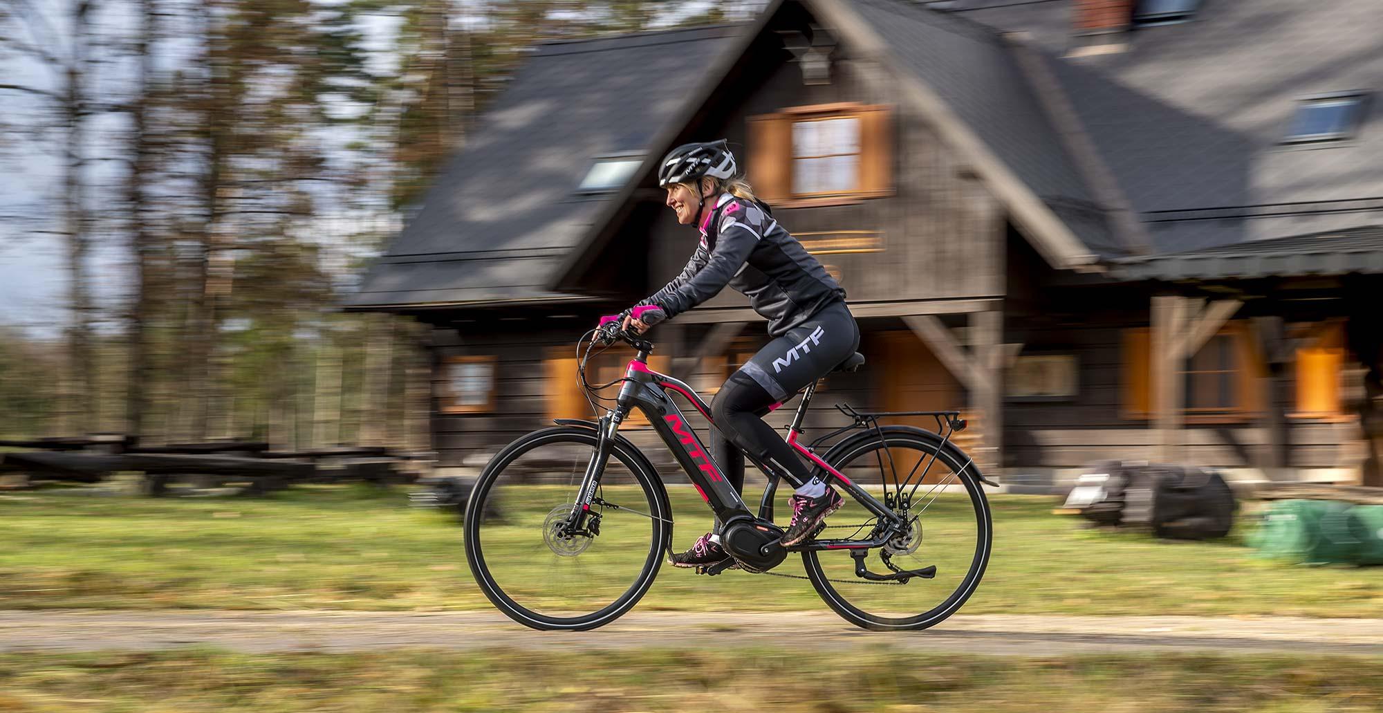 Trekové elektrobicykel